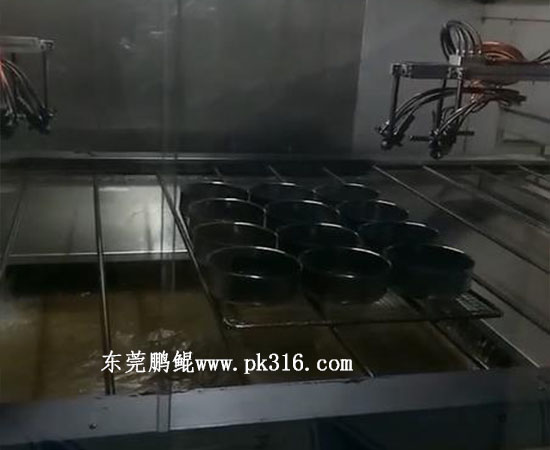 蛋糕烤盘自动喷涂设备2