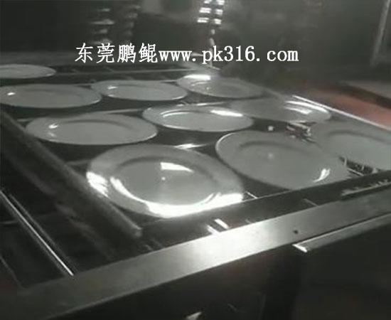 陶瓷盘子喷釉机2