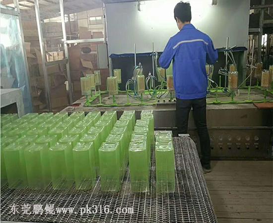 山东玻璃硅胶自动喷涂设备.