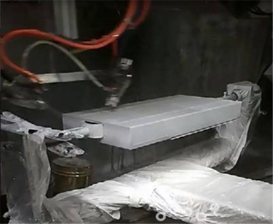 铁盒自动喷油设备.