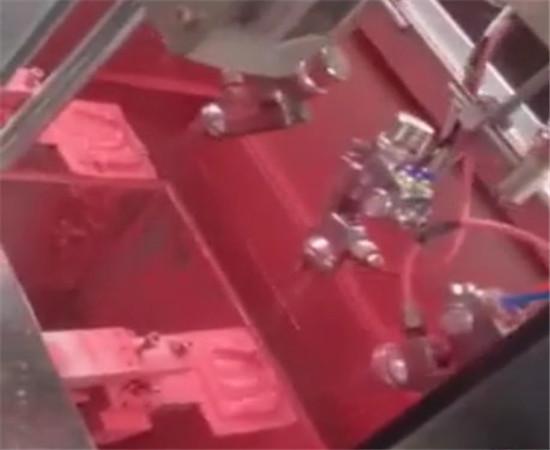 玩具夹模自动喷油机3