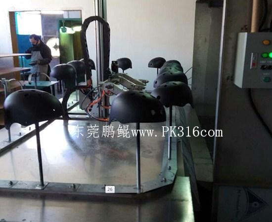 军用头盔自动喷漆机3
