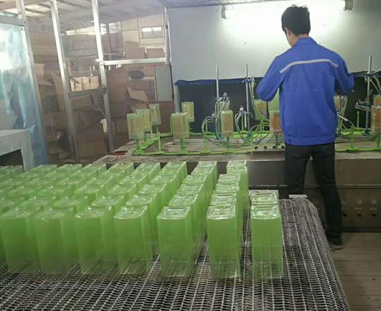绿色玻璃杯